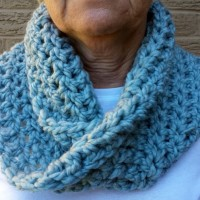 Homemade Gifts for the Holidays 01 Chunky Mobius Cowl, Infinity Scarf